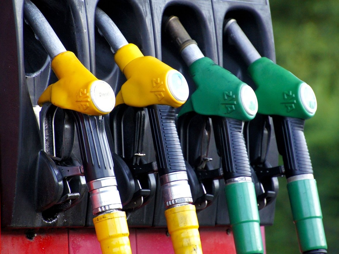 Каким бензином россияне заправляют свои автомобили?