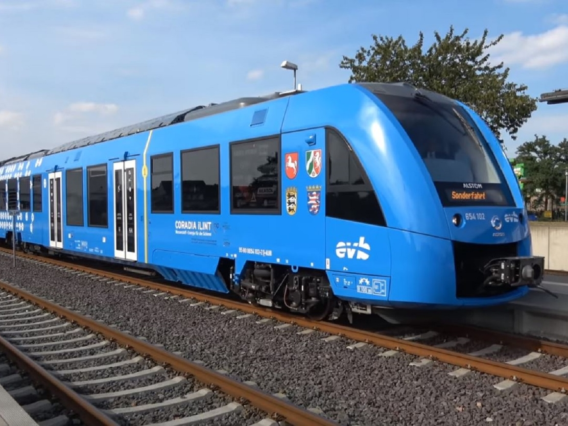 В Германии запустили первый в мире водородный поезд (видео)