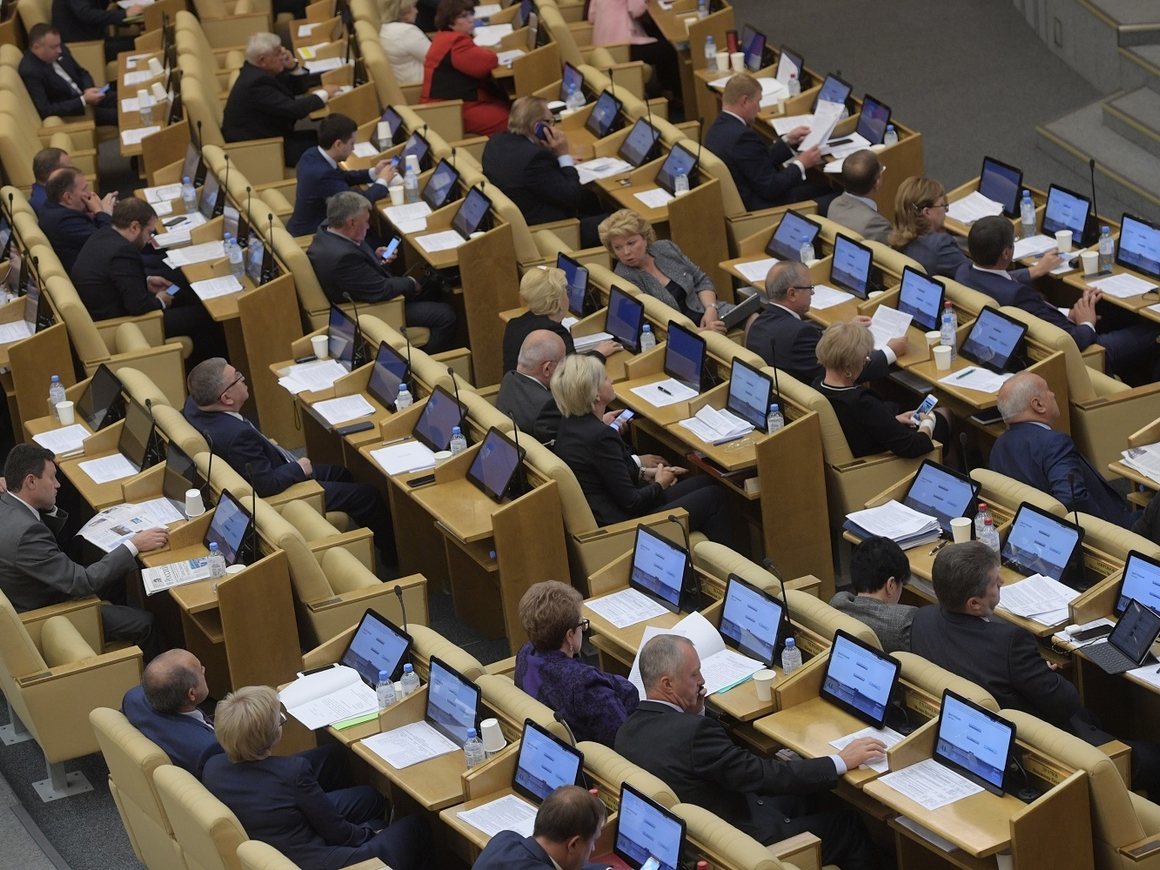 Депутаты Госдумы уменьшили себе штрафы за прогулы
