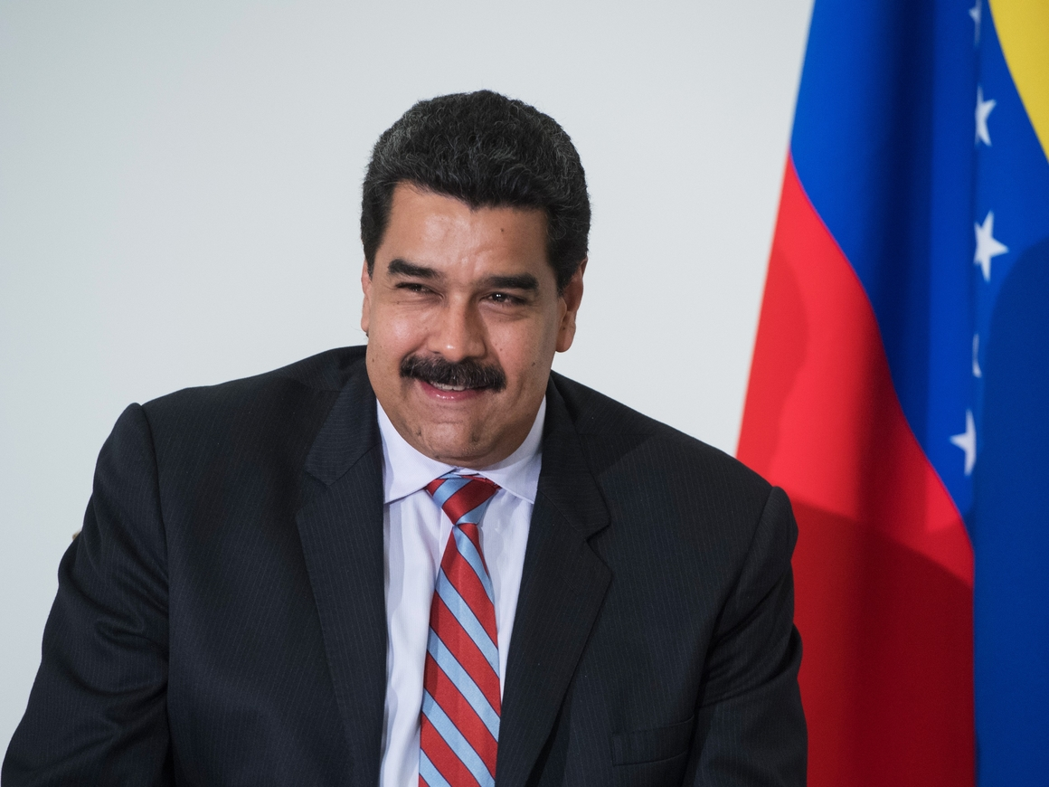 Пока президент ест: фото Николаса Мадуро за обедом спровоцировали скандал