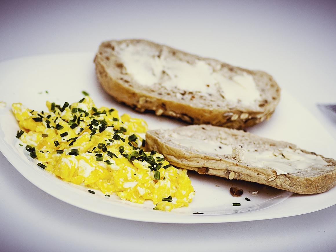 Высокая кухня: сколько нужно британских студентов, чтобы приготовить омлет?