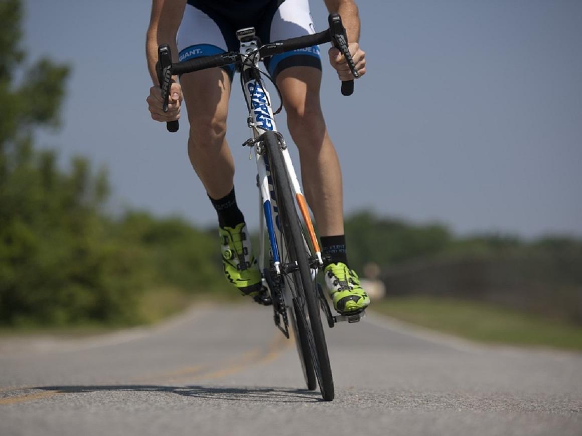 Новый рекорд: велосипедистка гоняет в 2 раза быстрее, чем гепард (видео)