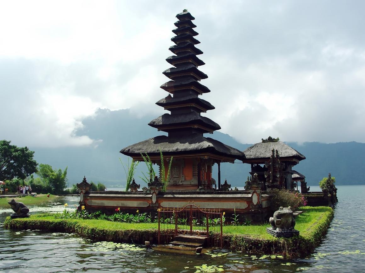 На Бали запретят бикини - местные больше не могут смотреть на голые телеса