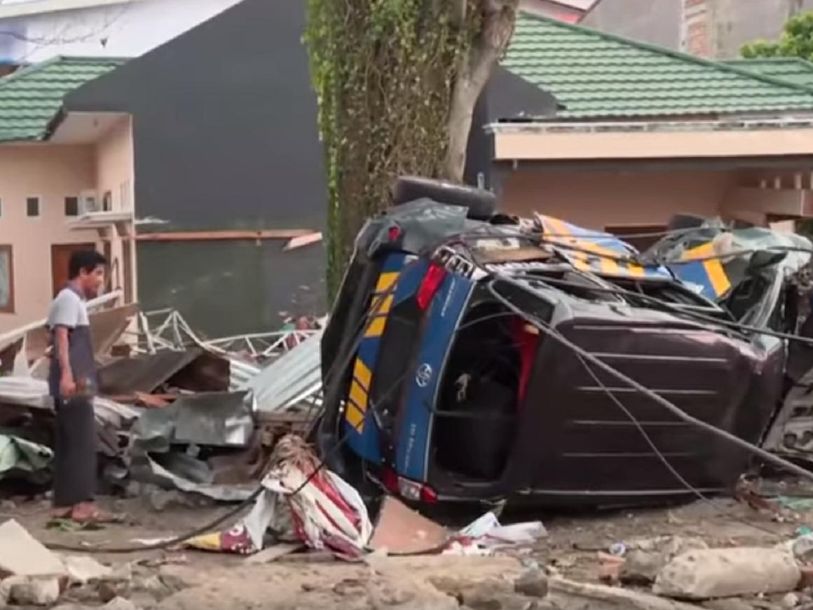 Землетрясение и цунами в Индонезии унесли сотни жизней
