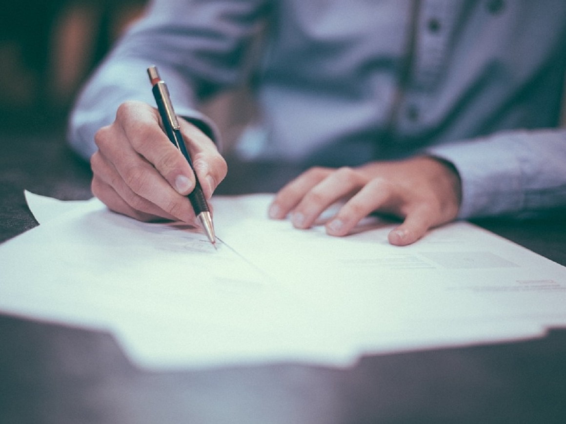 Штраф за плохой почерк: суд в Индии наказал врачей, которые непонятно пишут