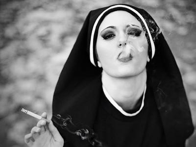 Из монахини в порноактрисы: история колумбийки, покинувшей монастырь, но не веру