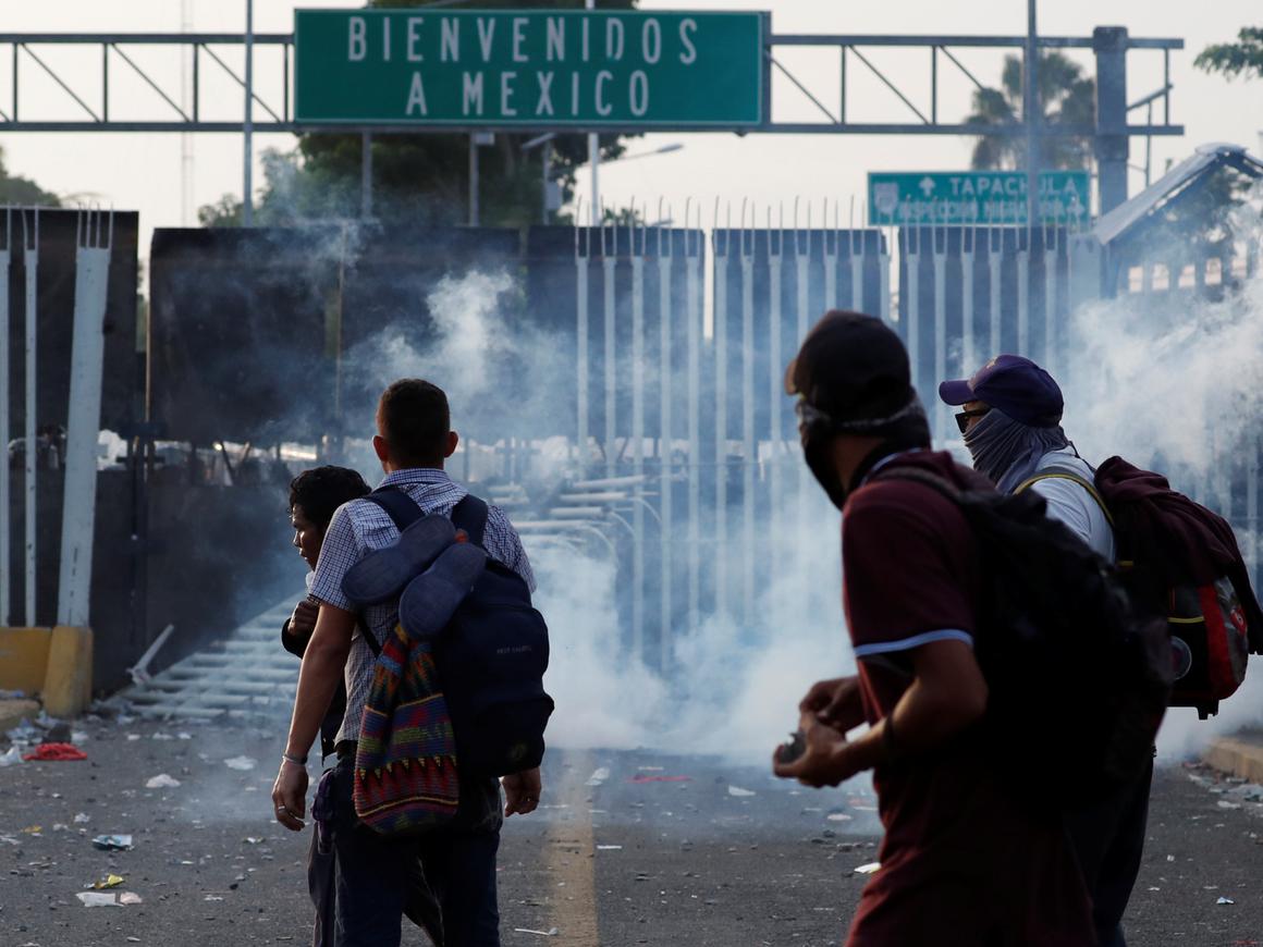 """7000 военных США готовы встретить """"караван мигрантов"""" на границе Мексики"""