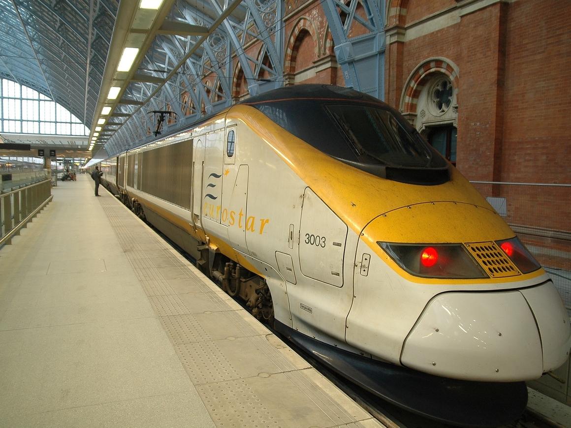В европейские поезда попросили не приносить бомбы и оружие