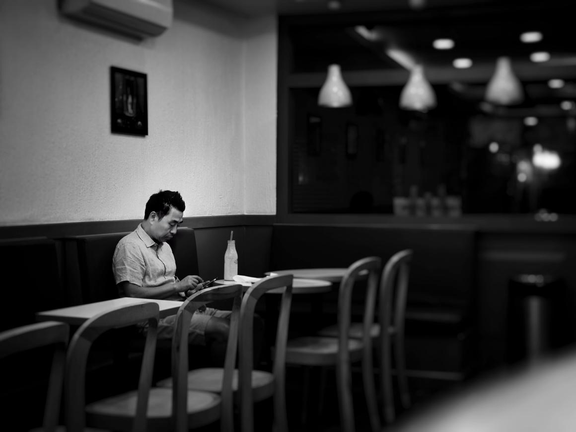 Что такое мокпан, и можно ли сойти с ума, обедая в одиночестве?