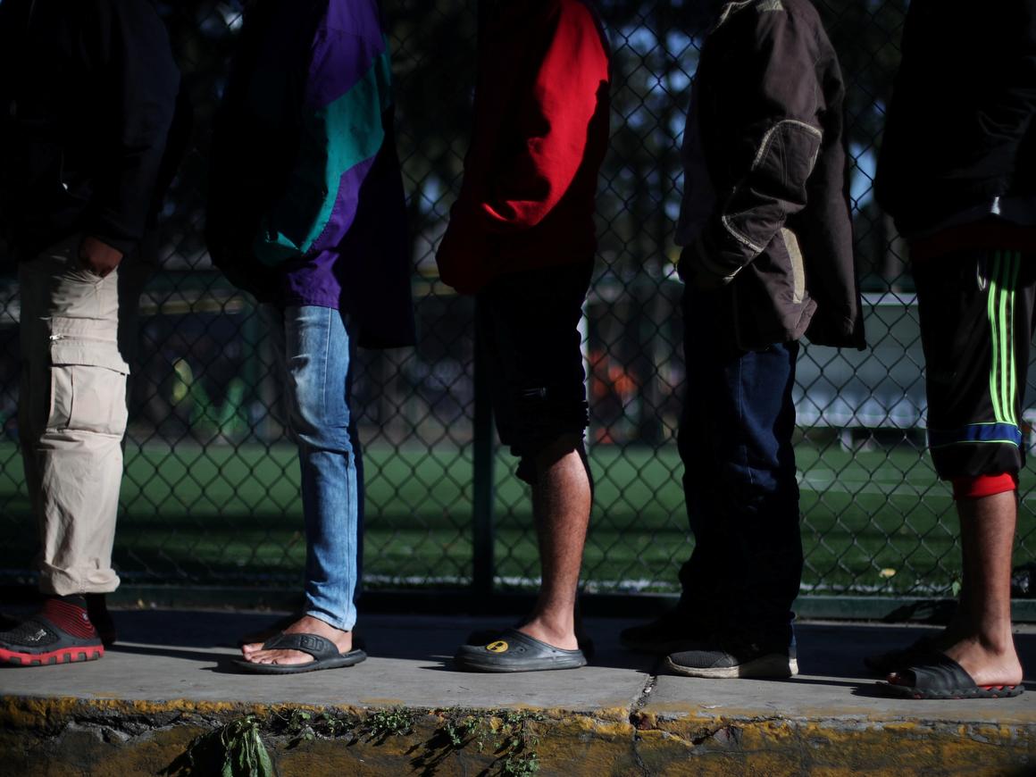 """Теряют лучших: часть """"каравана мигрантов"""" решила остаться в Мексике"""
