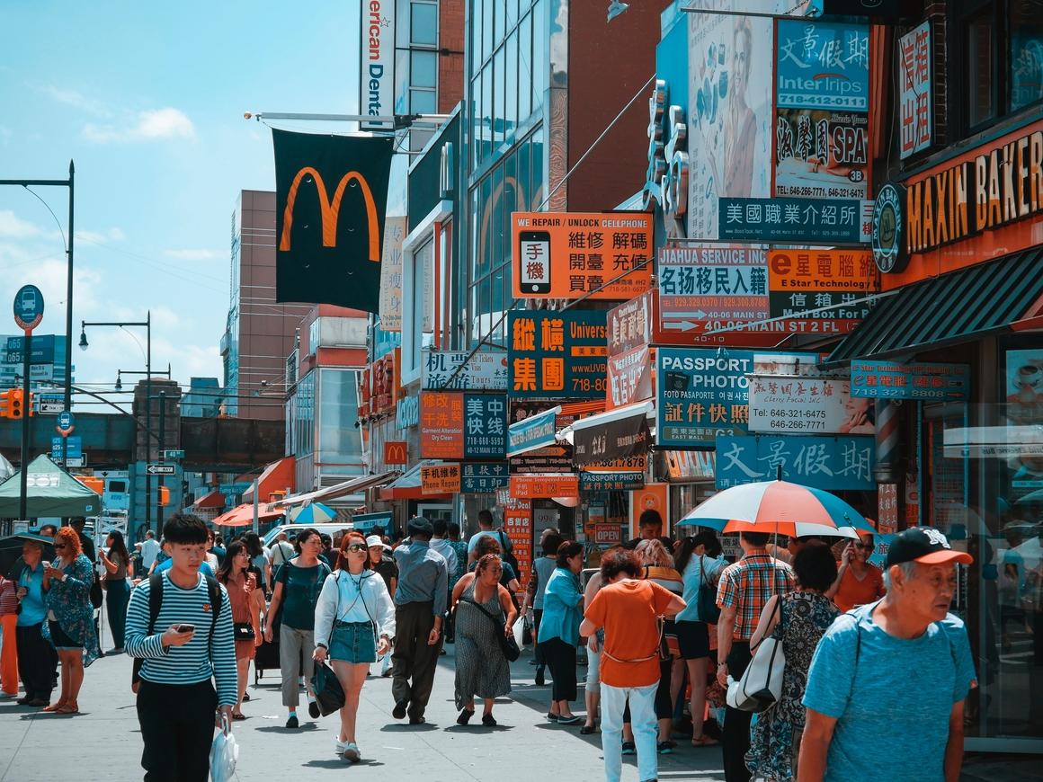 Милого узнаю по походке: В Китае введут новый инструмент тотального контроля