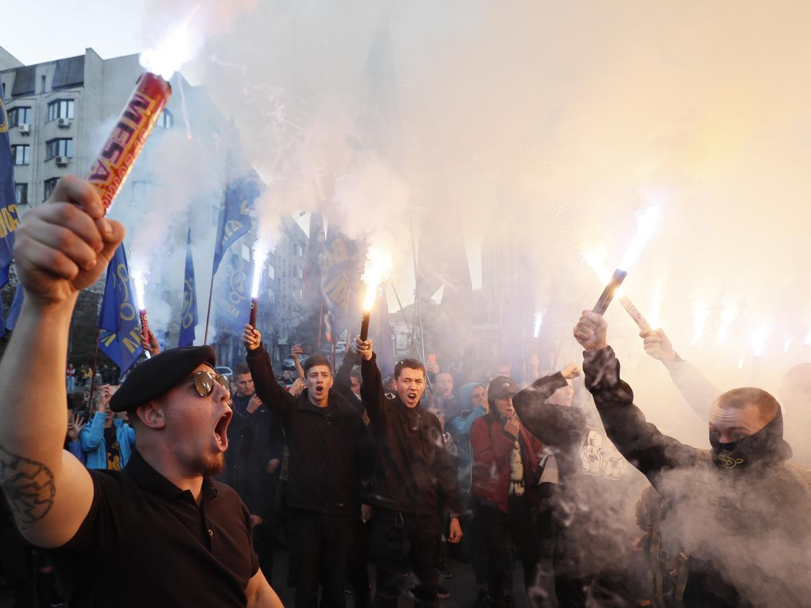 ФБР: Украинские неонацисты обучали белых националистов из США