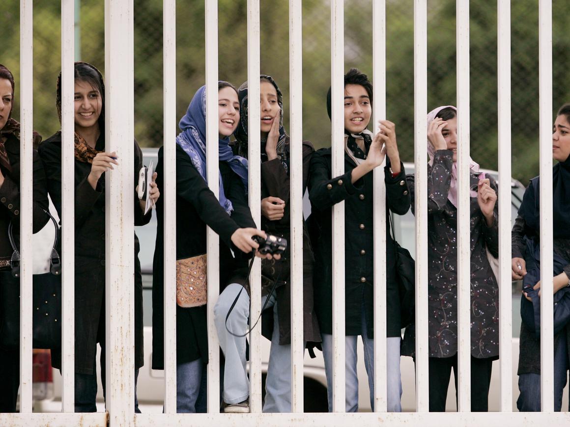 Иранским женщинам позволили посмотреть на футбол - впервые за 37 лет