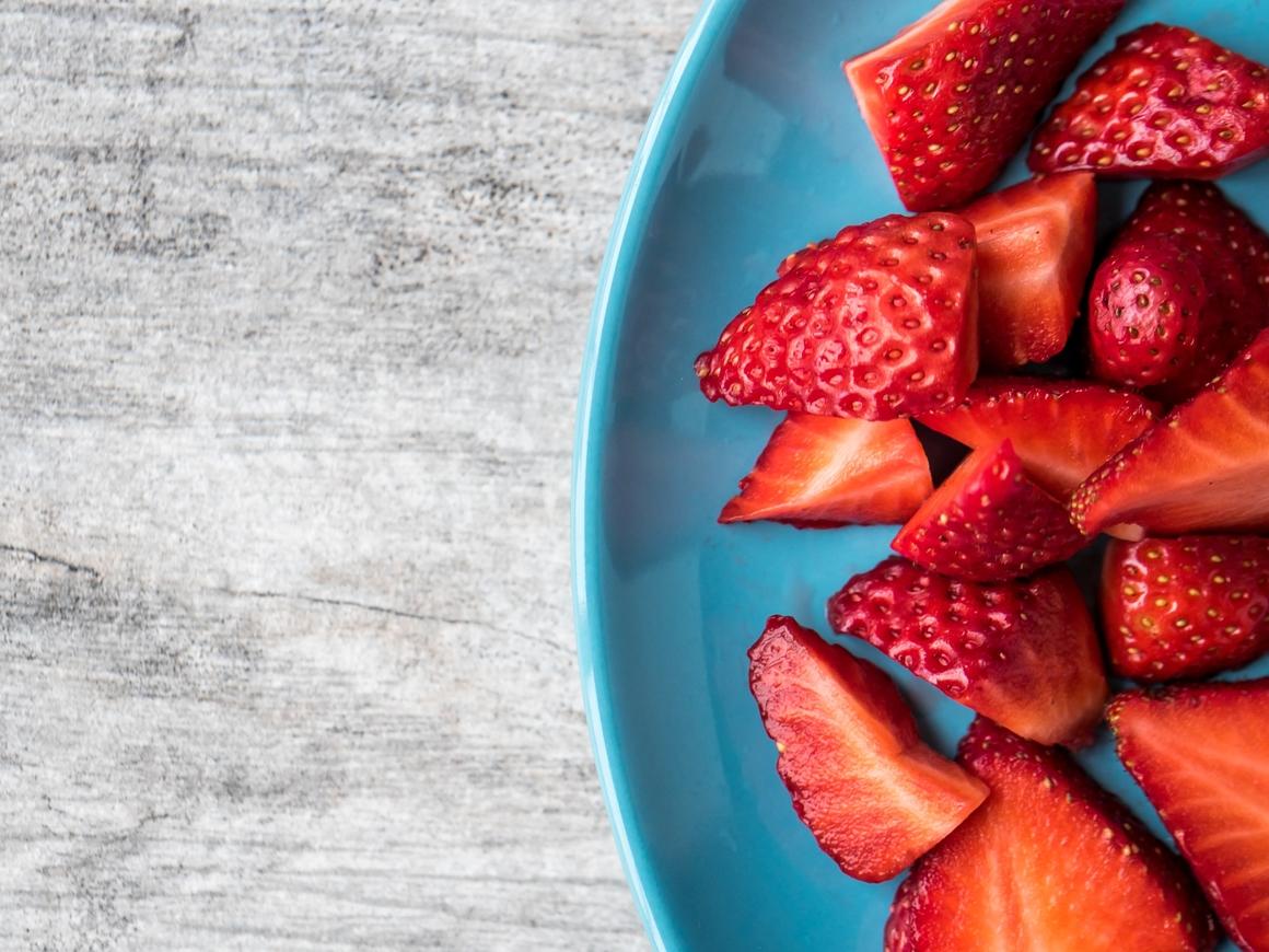 Дело раскрыто: в Австралии арестована женщина, напихавшая в ягоды иголок
