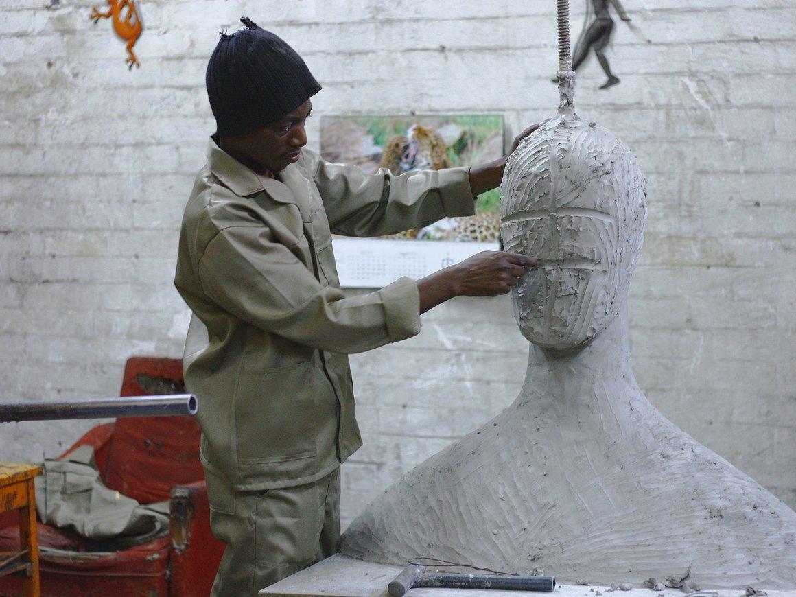 Искусство вне закона: Франция должна вернуть 90 000 произведений Африке