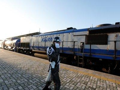 Кореи всё ближе. Поезд из Южной Кореи впервые за 10 лет отправился в Северную