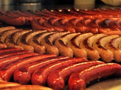 Обидная колбаска: на конференции ислама в Германии угощали свининой