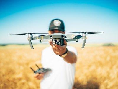 Посылки на остров в Канаде будут доставлять дроны (не от Почты России)