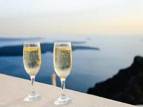 Производители просят правительство повысить цены на шампанское и коньяк