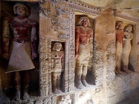 В Египте нашли хорошо сохранившуюся гробницу с цветными статуями. Ей 4400 лет