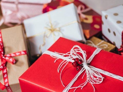 Умирающий мужчина купил соседской девочке подарки на Рождество. На 14 лет вперёд
