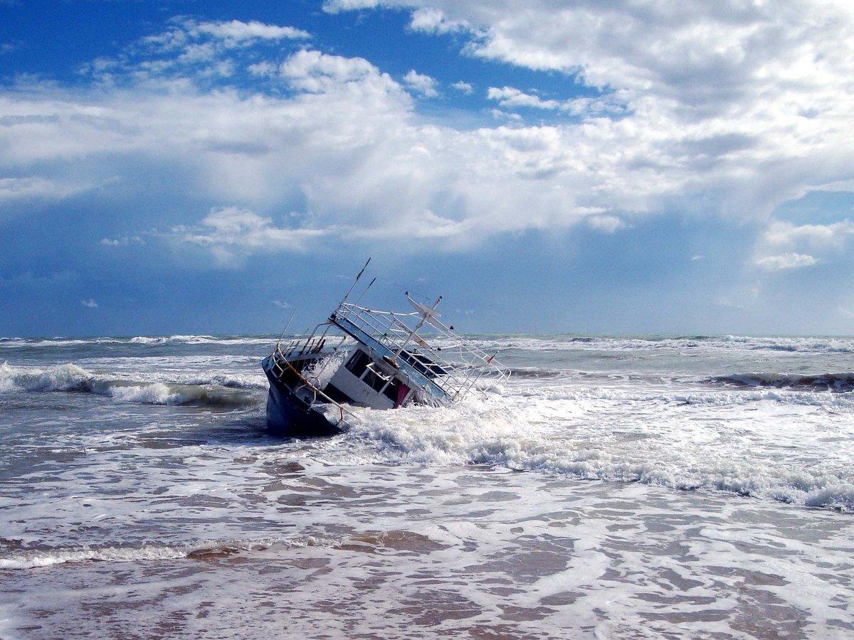 Игрушки, авто, опасные химикаты: в Северное море с корабля смыло 270 контейнеров