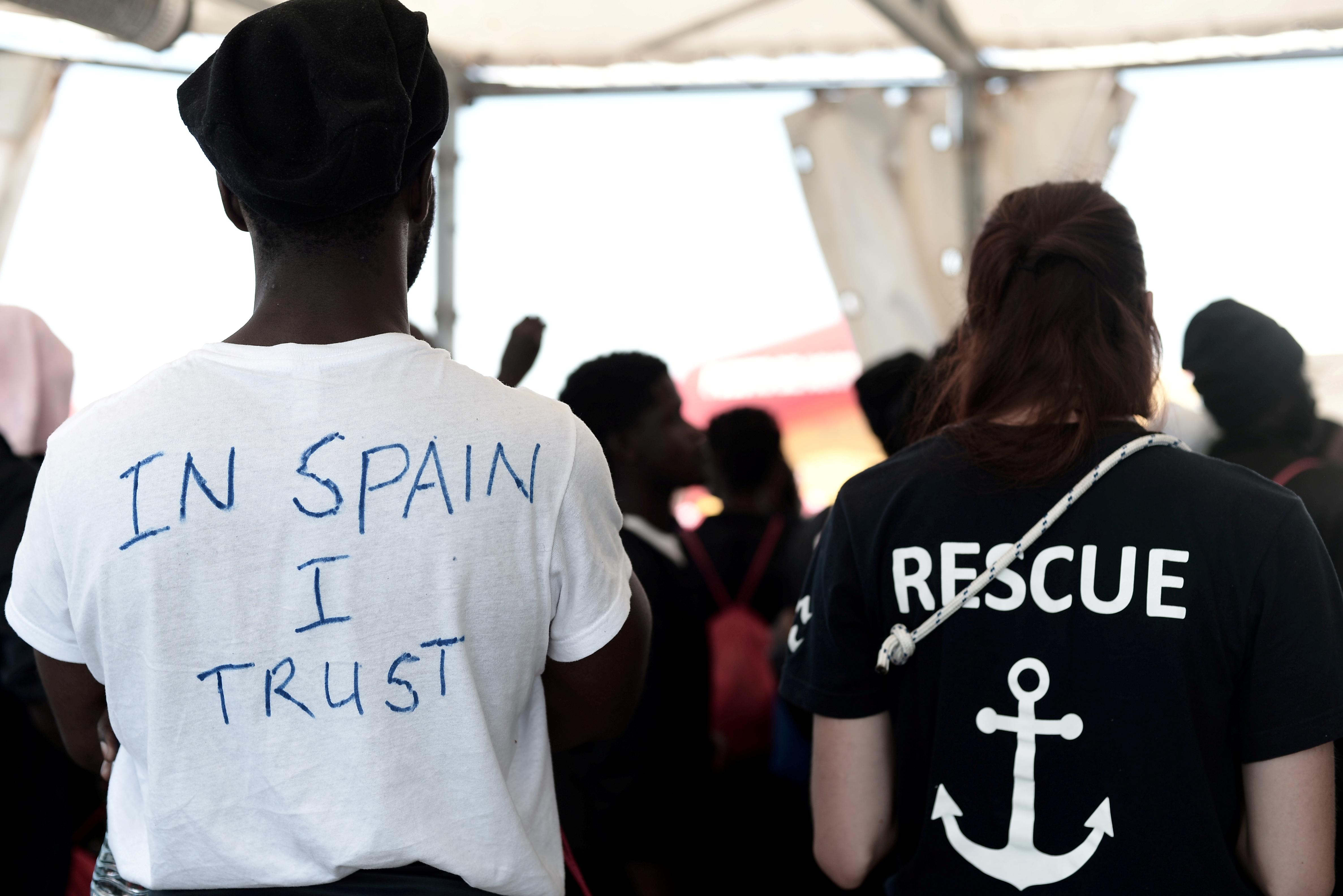 Иммигранты на контрольно-пропускном пункте в Испании
