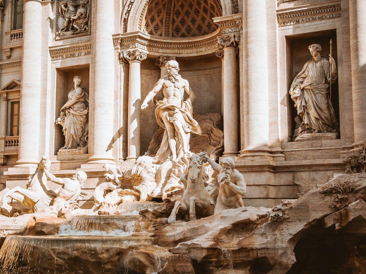 В Риме церковь и мэрия поругались из-за денег в фонтане Треви