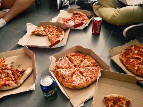 Пицца без границ: канадские авиадиспетчеры накормили страждущих коллег из США