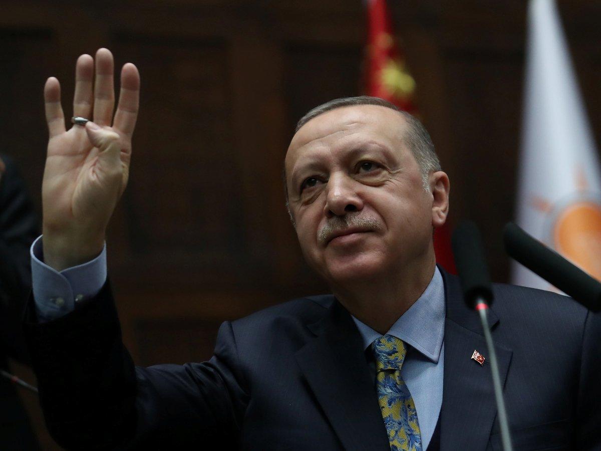 Президент Турции не боится угроз США. Но на всякий случай оставит курдов в покое