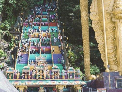 Древний храм раскрасили на радость туристам и на горе властям