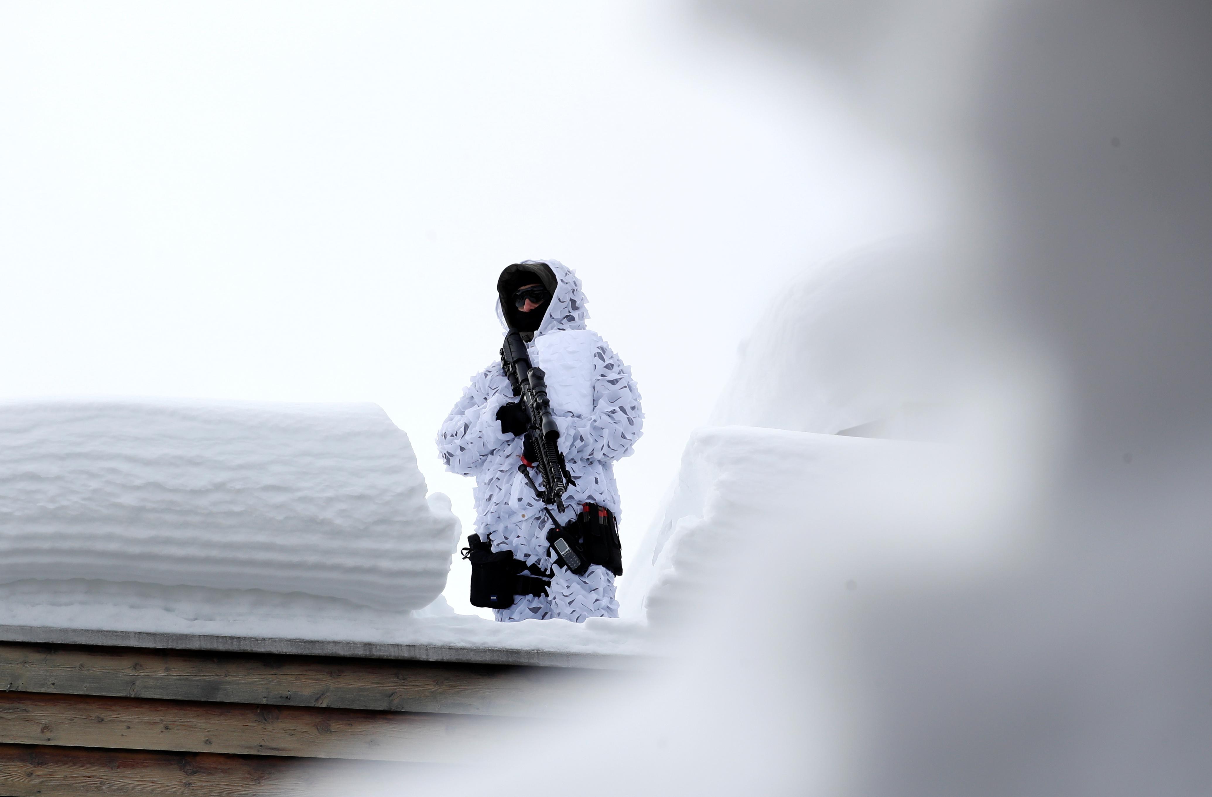 Снайпер на крыше в Давосе