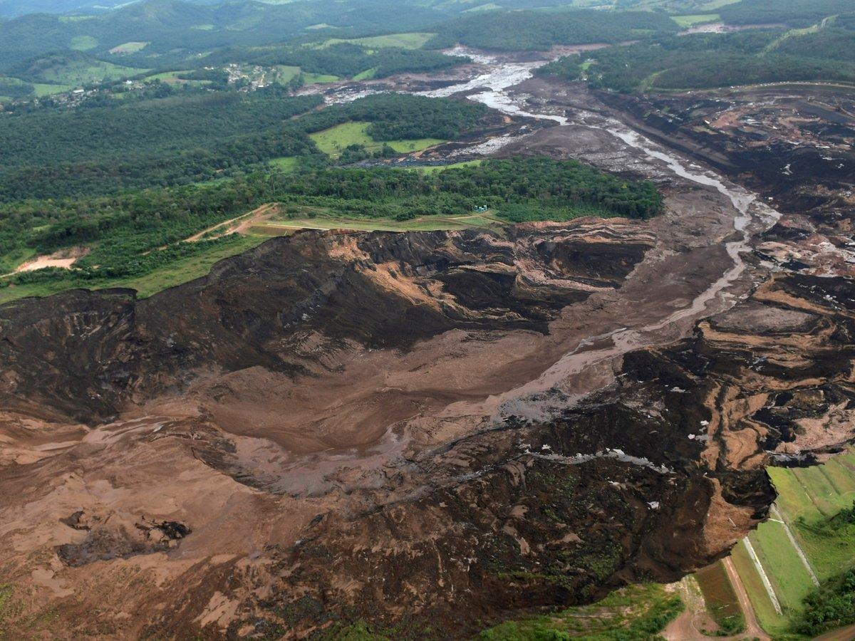 В Бразилии произошел прорыв плотины с токсичными отходами (фото)
