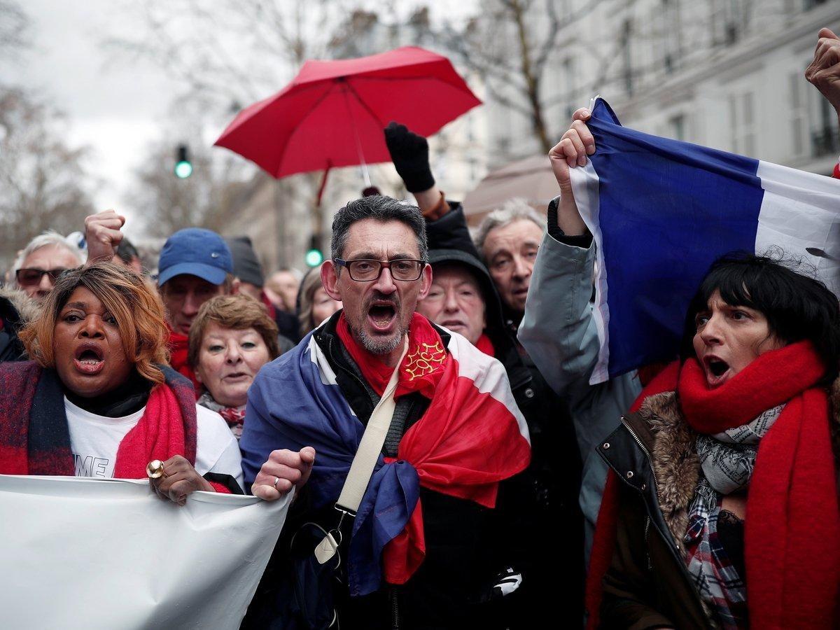 """Во Франции против """"жёлтых жилетов"""" протестуют """"красные платки"""". Кто это?"""