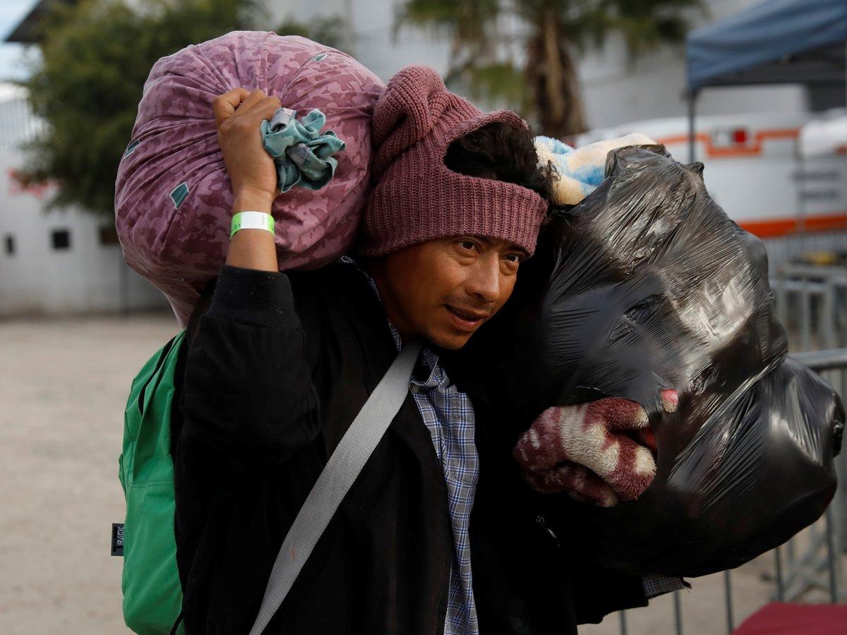 """""""Плохая идея"""": просители убежища в США будут ждать решения за забором в Мексике"""