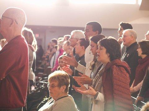 Вера победила: В Голландии завершился самый долгий молебен за мигрантов