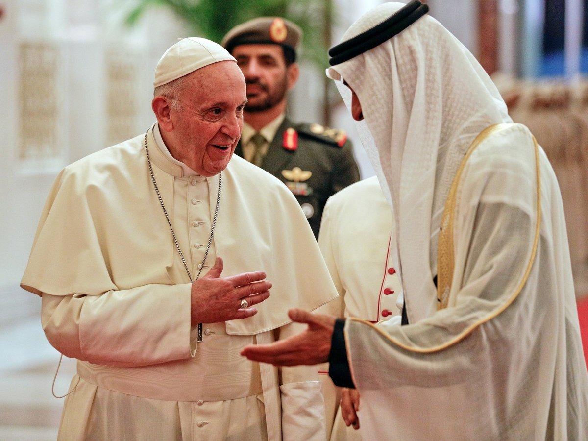 Впервые в истории Папа Римский приехал в Эмираты (видео)