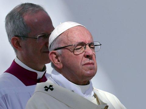 Папа Римский обещал сесть на веганскую диету за $1 миллион