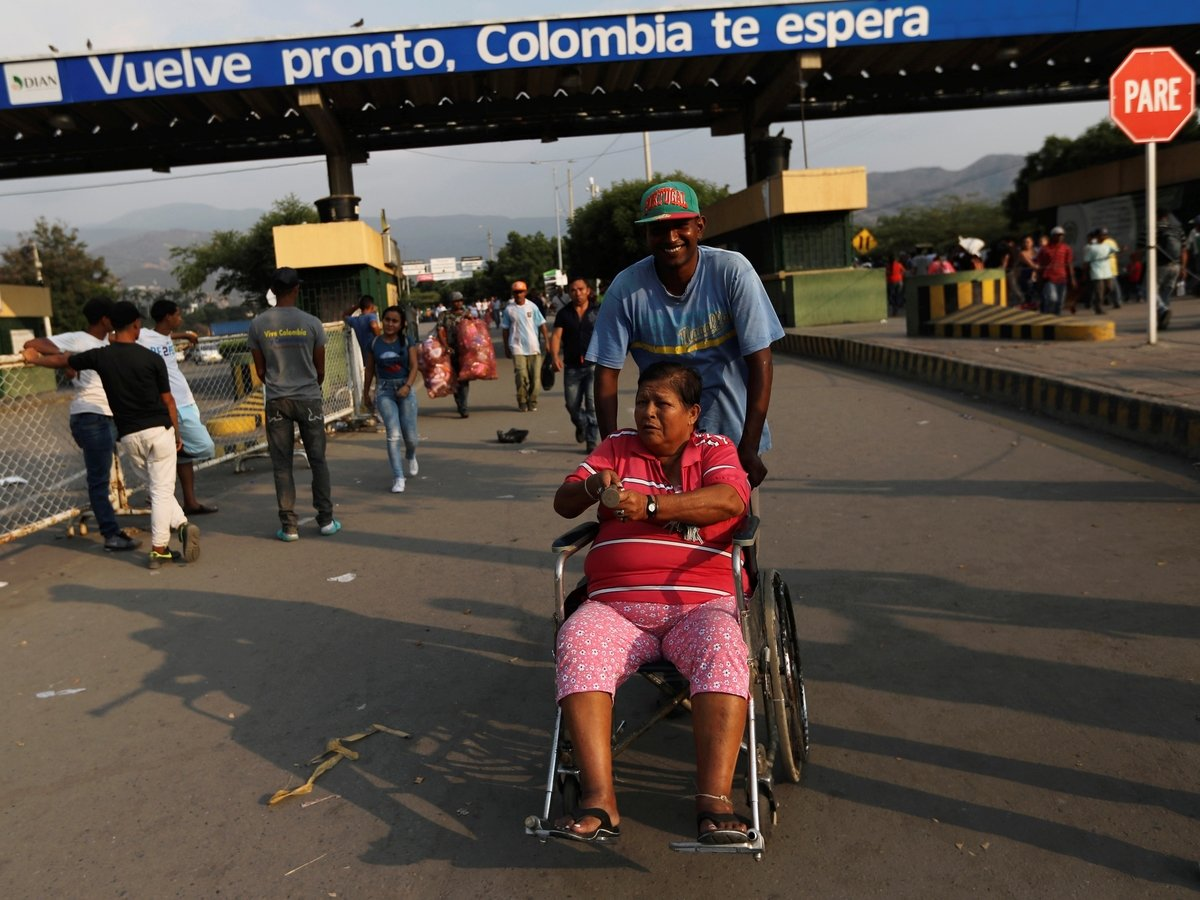 """""""Интервенция США"""": армия Венесуэлы блокировала доступ гуманитарной помощи"""