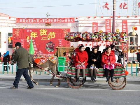 Свиной террор в Китае: в Новый год мусульман заставили пойти против Корана