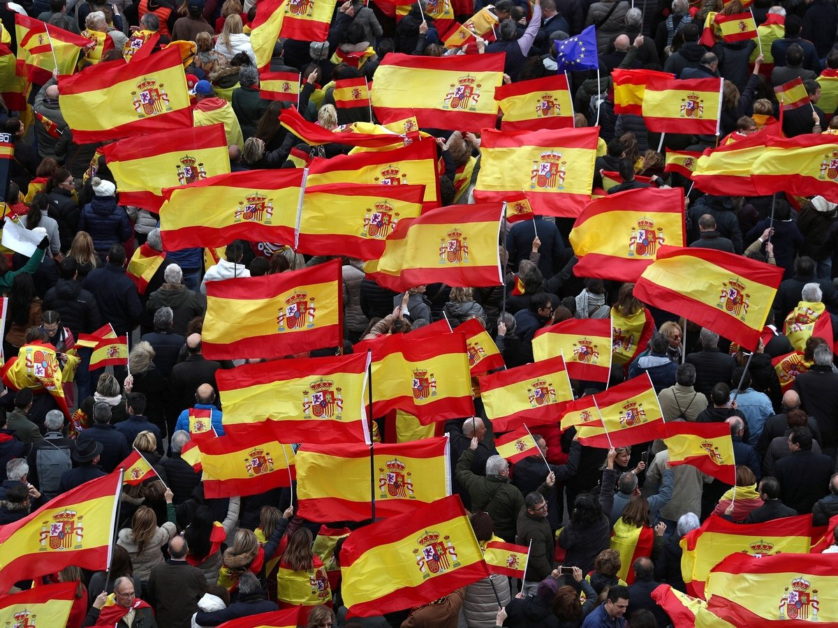 50 000 испанцев протестуют против политики премьера в отношении Каталонии