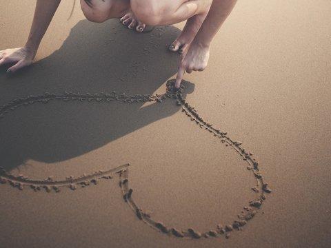 В Испании любители порисовать на песке пойдут под суд — а нечего природу губить