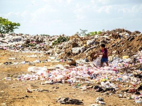 Индия страдает от мусора и запрещает пластиковые пакеты. Хорошая ли это идея?