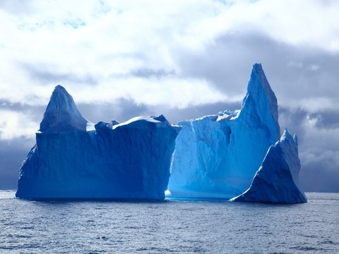 В Канаде воры похитили воду из айсберга. Она нужна была для изготовления водки