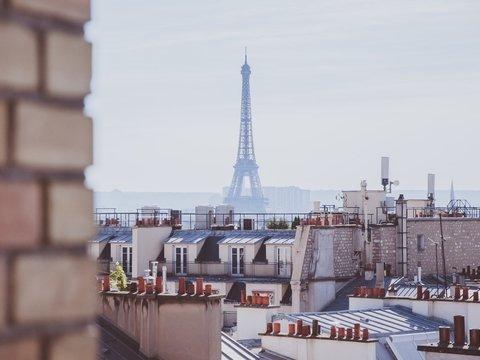 Париж против Airbnb: почему на онлайн-сервис аренды жилья подают в суд