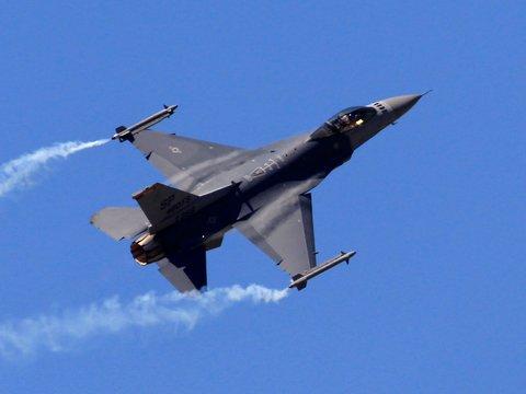 Капитана группы F-16 сняли с командования, потому что она не Капитан Marvel