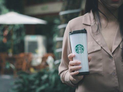Лапки раздора: в Китае посетители Starbucks передрались из-за новых кружек