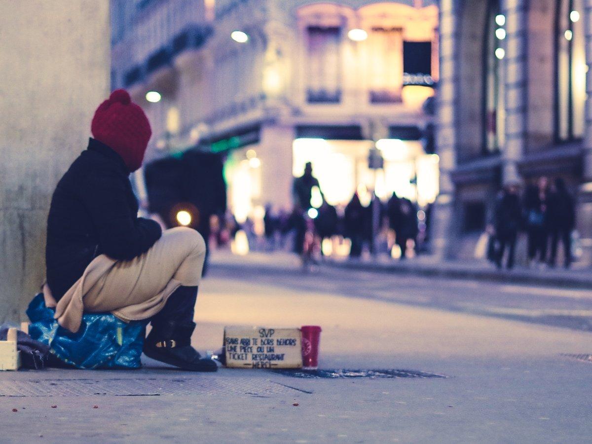 Британец прожил 2 месяца на улице, подражая жизни бездомных, и набрал 5 кг