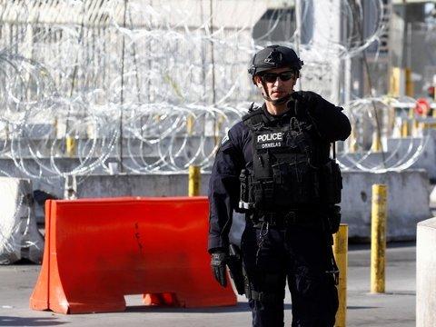 В Мексике потихоньку воруют стену Трампа. Говорят, что Америка заплатит