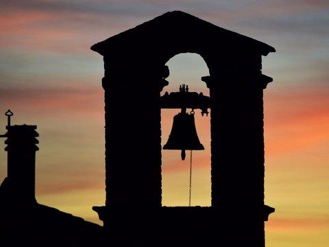 В Британии священник потребовал приглушить колокола церкви — а то спать мешают